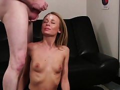 Ultra-kinky looker gets pearl juice flow on her face deep-throating all the s
