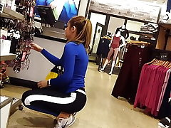 Candid voyeur molten teenage in stretch pants shopping mall donk ladies