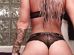 Phat ass white girl sent me this jiggle booty video!
