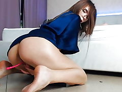 Jiggly cock-squeezing cutie plays with herself, demonstrating her soles (3).