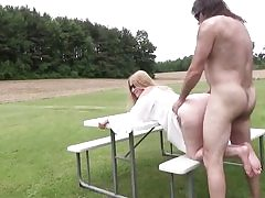 Mature biotch gets her pussy hole slammed outdoors hard core inwards